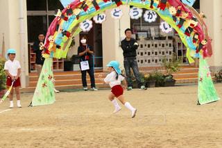 凧で遊ぶ少女 - No.792094