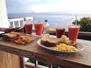 海を眺めながらバルコニーで朝食を♡の写真・画像素材[4828539]
