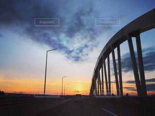 空,夕日,橋,雲,青,夕焼け,車,オレンジ,旭川