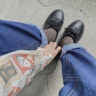 ファッション,風景,靴,サンダル,青,ジーンズ,人物,人,コーディネート,コーデ,ライフスタイル,履物,ズボン,ブート