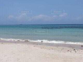 海の隣の砂浜の写真・画像素材[4769360]