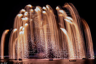 夜の噴水の写真・画像素材[4764156]