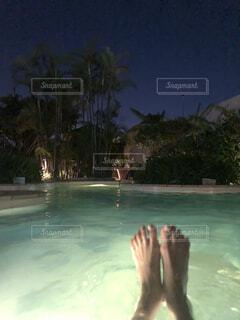 初めての温水プールの写真・画像素材[4761528]