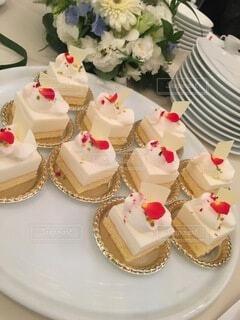 お皿の上にはケーキの写真・画像素材[4773050]