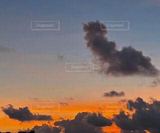 9月沖縄の夕焼けの写真・画像素材[4816683]