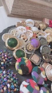 インテリア,アクセサリー,かわいい,カラフル,アート,オシャレ,可愛い,ボタン,手作り,趣味,お洒落,ヴィンテージ,飾り,個性的,おしゃれ,ヴィンテージボタン,お洒落なボタン,海外ボタン,ボタン購入,趣味で集めたボタン,カラフルなボタン