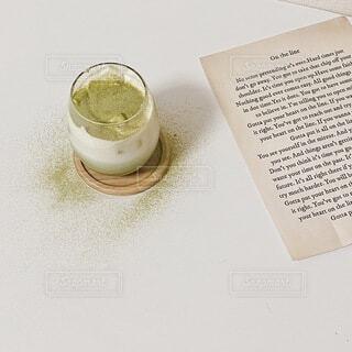 おうちで抹茶ラテの写真・画像素材[4921656]