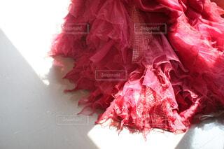 赤いドレスのクローズアップの写真・画像素材[4767654]