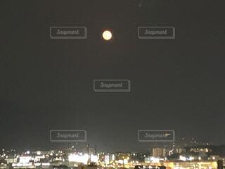 夜の都市の写真・画像素材[4765710]