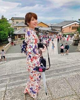 夏の京都清水寺前での写真・画像素材[4760613]
