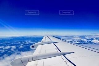 海外旅行中の窓から見た景色の写真・画像素材[4857414]