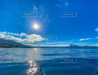 支笏湖でボートの写真・画像素材[4857425]