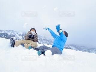 珍しい雪に興奮の写真・画像素材[4760607]