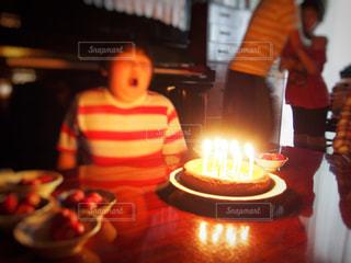子ども,ケーキ,男子,子供,苺,ハンドメイド,火,小学生,誕生日,手作り,男の子,蝋燭,イチゴ,ロウソク