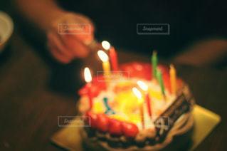 子ども,スイーツ,ケーキ,手,ライター,火,誕生日,蝋燭,ロウソク