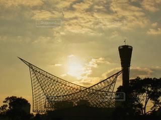 夕日,夕焼け,シルエット,夕陽,神戸,ポートタワー,神戸ポートタワー,兵庫,PassMe,神戸海洋博物館・カワサキワールド