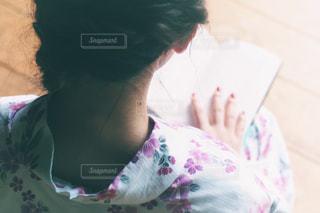本を読んでいる女の子 - No.742371