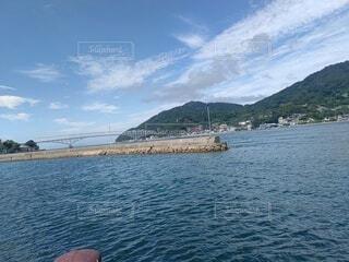 水域の真ん中にある島の写真・画像素材[4769415]