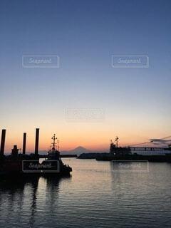 富士山と夕日のコントラストの写真・画像素材[4819999]