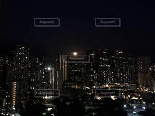 """""""月にハワイ"""" 晴れた夜に満月が顔を出すの写真・画像素材[4764153]"""