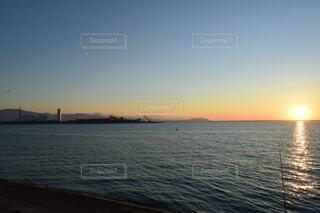 海,空,屋外,湖,太陽,ビーチ,雲,夕暮れ,水面