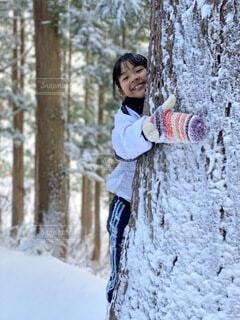 雪の中の女の子の写真・画像素材[4777549]