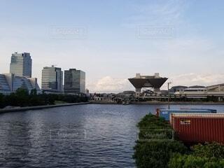 空,建物,屋外,湖,雲,ボート,船,川,水面,都会,旅行,高層ビル