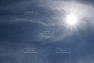 光る太陽の写真・画像素材[4767086]