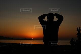 夕日見ながらコーヒーの写真・画像素材[4782144]