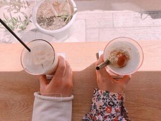 コーヒーフロートとアイスカフェラテの写真・画像素材[4770918]