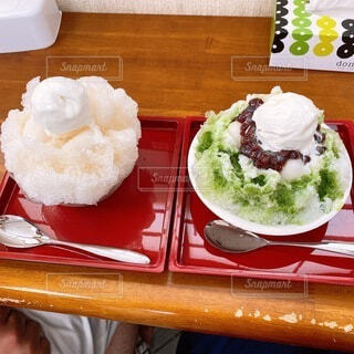 2人で食べるかき氷の写真・画像素材[4769128]
