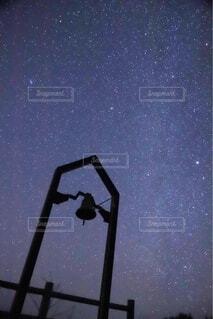 満天の星空と鐘に永遠の愛をの写真・画像素材[4769642]