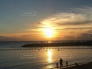沈む夕日の写真・画像素材[4770935]