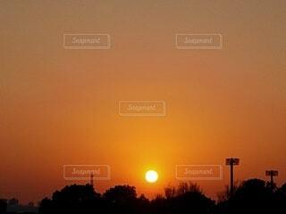 自然,風景,空,夕日,屋外,太陽,雲,夕焼け,夕暮れ,オレンジ,樹木,夕陽,夕景,サンセット,夕刻