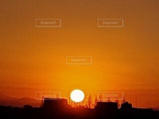自然,風景,空,夕日,屋外,太陽,雲,夕焼け,夕暮れ,夕陽,夕景,明るい,サンセット,夕刻,設定