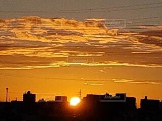 空,屋外,太陽,朝日,雲,夕暮れ,夜明け,朝焼け,日の出,朝陽,明るい,サンライズ,朝焼けの空,朝焼けの街