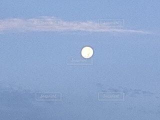 空,屋外,夜明け,月,満月,朝の月