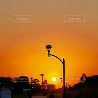 夕陽と夕焼けの写真・画像素材[4799460]