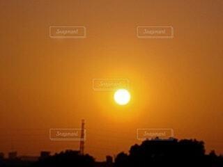 空,夕日,屋外,太陽,雲,夕焼け,夕暮れ,夕陽,夕景,サンセット,夕暮れ時,夕刻,日没前