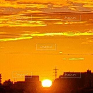 空,屋外,太陽,朝日,雲,朝焼け,都会,日の出,朝陽,明るい,サンライズ,朝焼けの街