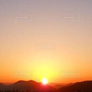 自然,風景,空,屋外,太陽,山,山々,日の出,四国,鏡川,高知県,朱色,サンシャイン,サンライズ,設定,朝焼けの空,南国土佐