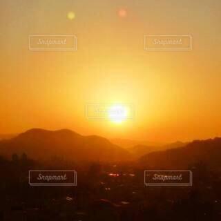 朝焼けの街の写真・画像素材[4814481]