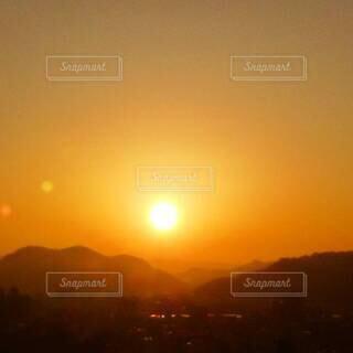 自然,風景,空,屋外,太陽,朝日,山,オレンジ,朝焼け,日の出,朝陽,高知県,朱色,サンシャイン,サンライズ,朝焼けの空,朝焼けの街,南国土佐