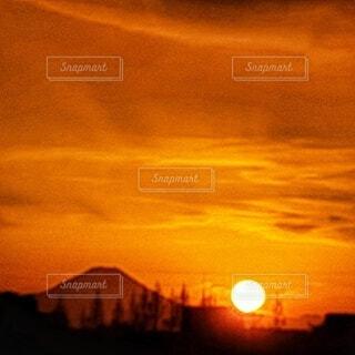富士山と太陽の写真・画像素材[4827238]