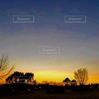 綺麗なグラデーションの夕景の写真・画像素材[4827275]