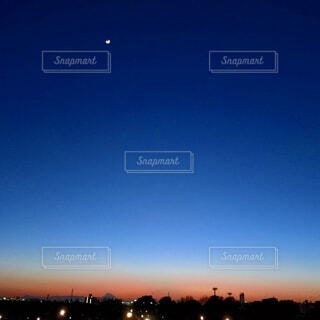 自然,風景,空,屋外,夕暮れ,月,三日月,夕景,日の入り,グラデーション,夕刻
