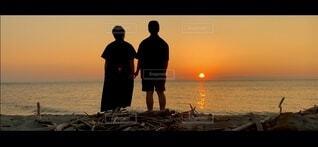 男性,自然,風景,空,屋外,太陽,ビーチ,夕暮れ,水面,人物,人