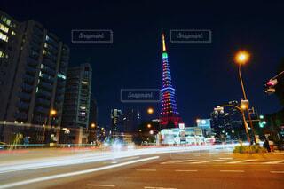 空,建物,東京タワー,夜,屋外,東京,道路,TOKYO,タワー,都会,高層ビル,明るい,通り,街路灯