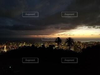 空,夕日,夜景,屋外,雲,夕暮れ,樹木,旅行,高層ビル,ハワイ,グアム,オアフ島