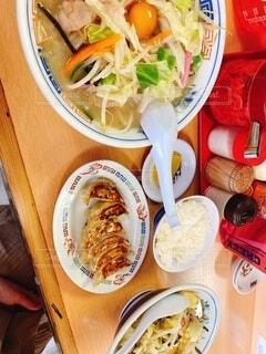 食べ物,風景,食事,朝食,ディナー,屋内,皿,サラダ,料理,ファストフード,スナック,ボウル